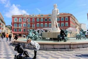 034) Zentralplatz wo auch Karneval mit Blumenkorso gefeiert wird 34